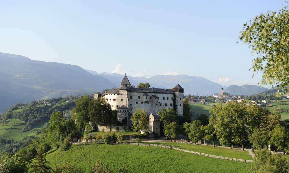 Varietà di sentieri, luoghi idilliaci e castelli